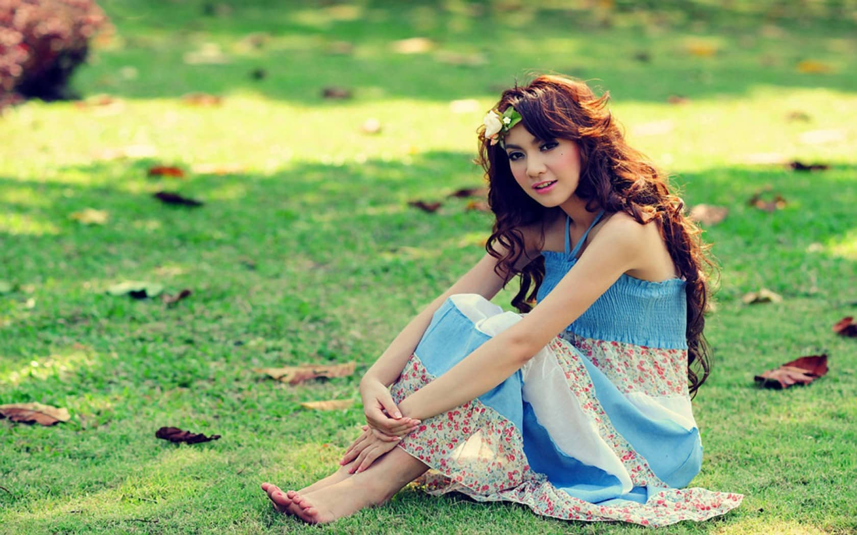 beautiful-girl-sitting-alone-hd-wallpaper