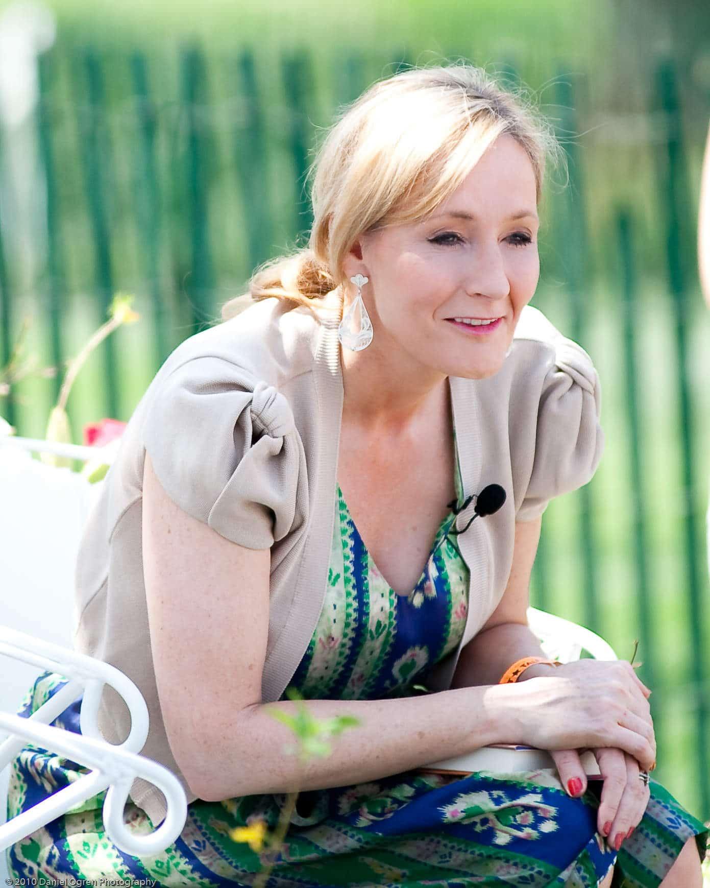 Tác giả truyện harry potter J.K.Rowling